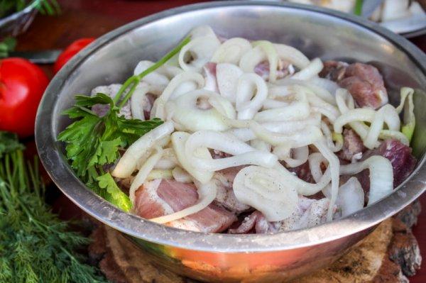 Какой маринад для шашлыка сделает мясо не только более нежным, но и более вкусным
