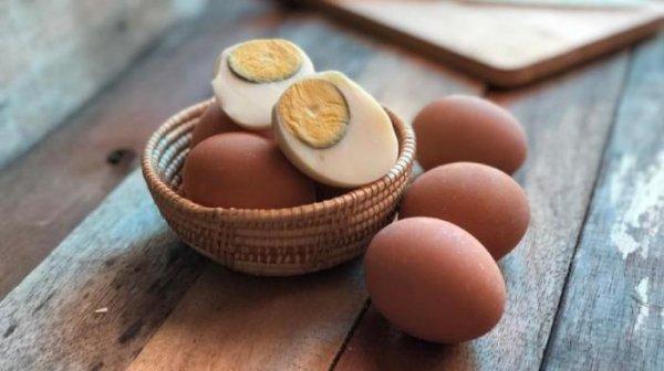 Зелёная оболочка на варённых яйцах, является ли она вредной для здоровья