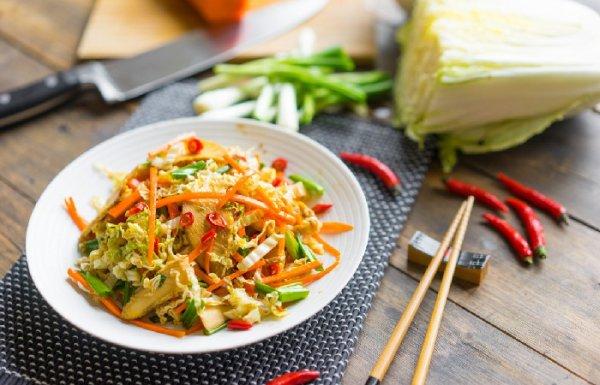 5 рецептов азиатских салатов, которые станут прекрасной альтернативой не только «вредным» перекусам, а и заменят тяжёлую полноценную еду