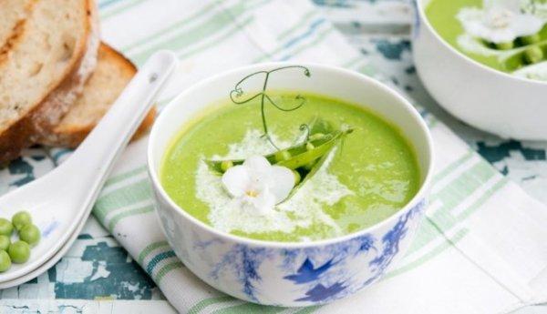 Быстрый и нарядный суп-пюре из зеленого горошка