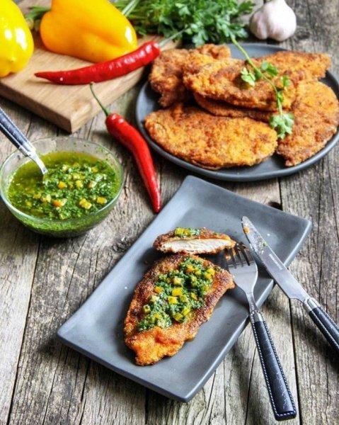 Сочное куриное филе в панировке: быстрое блюдо аргентинской кухни