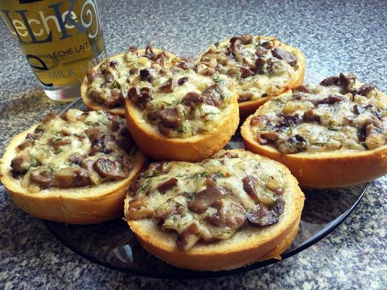 Для завтрака или перекуса: Горячие бутерброды с шампиньонами и сыром