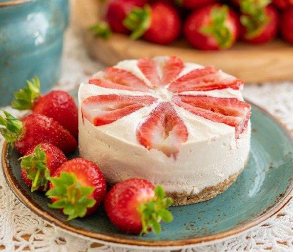 Какой десерт приготовить с клубникой. 3 быстрых рецепта из сезонной ягоды