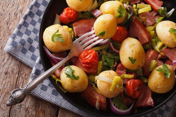 4 вкуснейших салата с молодой картошкой, которые отлично подойдут к любому гарниру