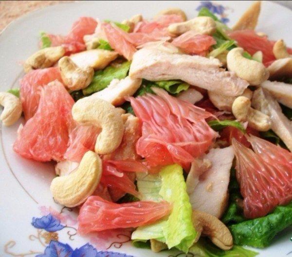 Вкусный салат из куриной грудки и грейпфрута, который убирает лишний вес