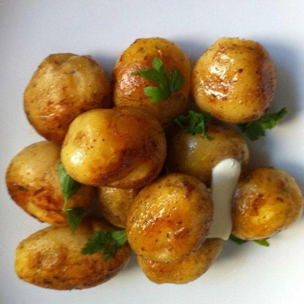 Как вкусно пожарить мелкий, молодой картофель