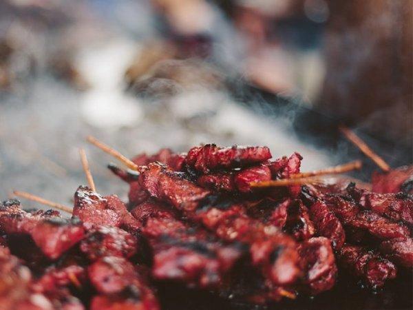 Необычный вариант приготовления шашлыка в баклажане в духовке