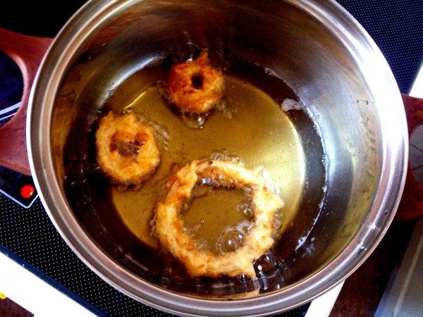Отличная закуска: Луковые кольца в сырном кляре