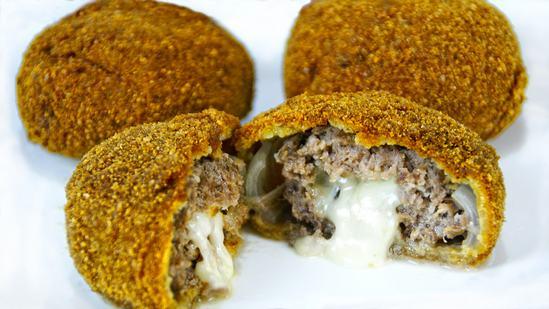 Луковые кольца фаршированные мясом и сыром