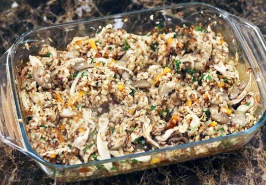 Вкусная гречка в духовке с грибами