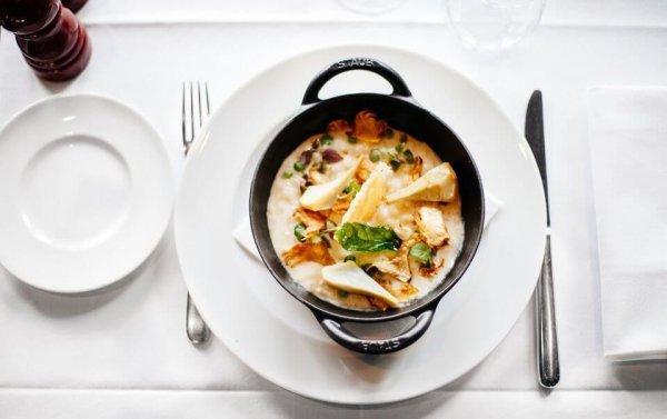 Рецепт сытного итальянского блюда: Сливочный суп с морепродуктами и томатами