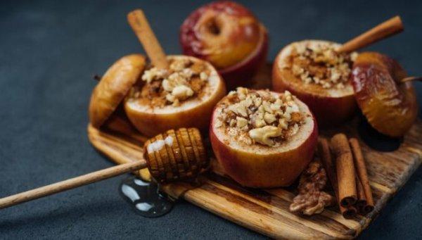 Самый простой осенний рецепт — печеные яблоки