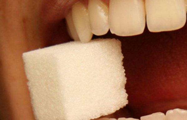 Популярные продукты, которые портят наши зубы пуще сахара