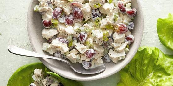 10 салатов с копчёной курицей, которые точно придутся по вкусу
