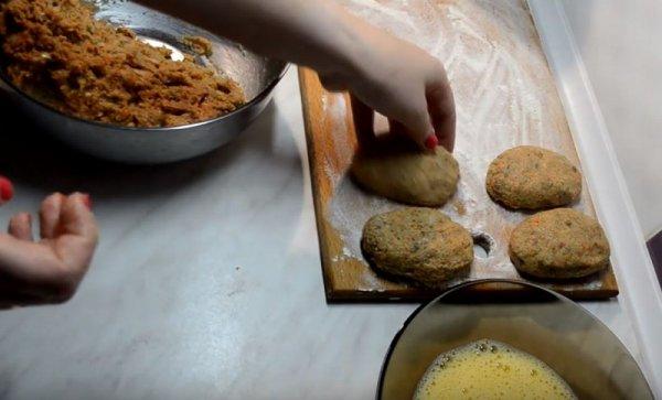 Как приготовить вкусные котлеты из скумбрии с морковной начинкой