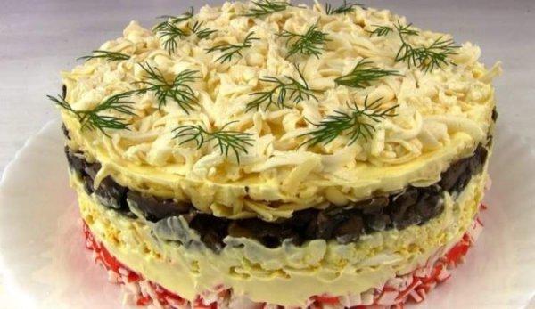 Салатик «Званый ужин» с крабовыми палочками, сыром и грибами