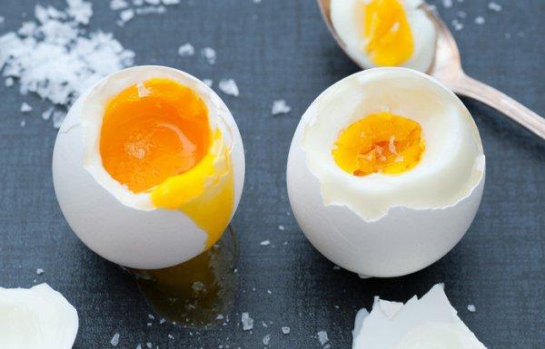 Выходит вкуснее и полезнее, если куриные яйца сварить без кипячения