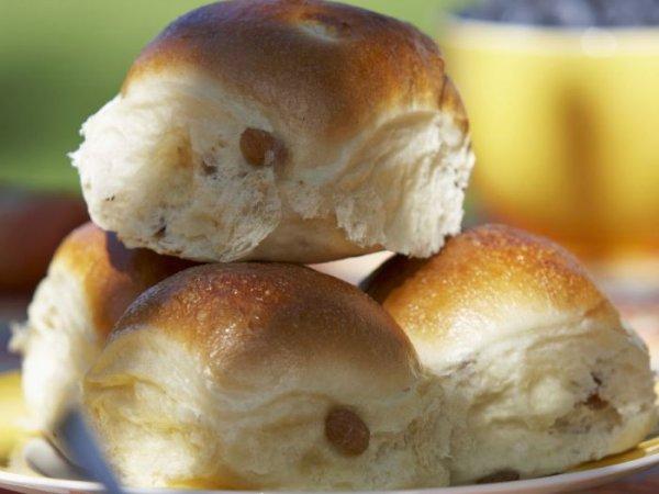 Как булочки с изюмом появились благодаря таракану: 6 занятных историй о появлении лакомств