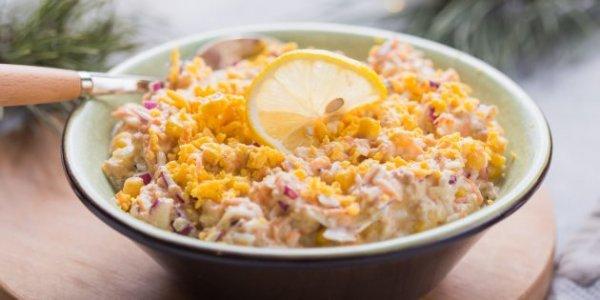 Простые салаты с рыбными консервами на праздничный стол
