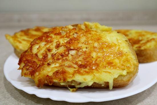 Как приготовить быстро на завтрак горячие бутерброды с сыром и картофелем