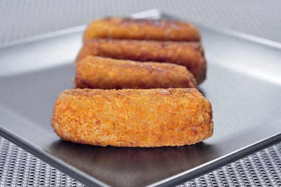 Рыбные колбаски с салом