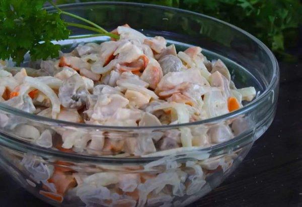 Салат из трех продуктов: готовим вкусно за пару минут