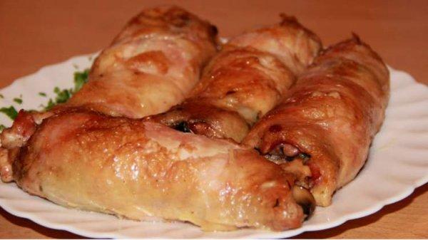 Рецепт вкусных и сочных рулетиков из куриного филе с грибами в сливочном соусе