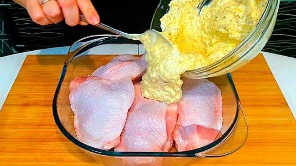 Сочные и пикантные куриные бедра в соусе. Вкусно, просто и быстро