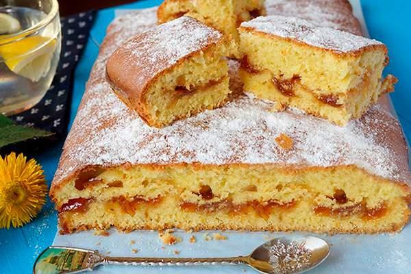 Вкусный пирог с вареньем на скорую руку