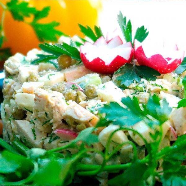 Салат из курицы с редиской и зеленым горошком
