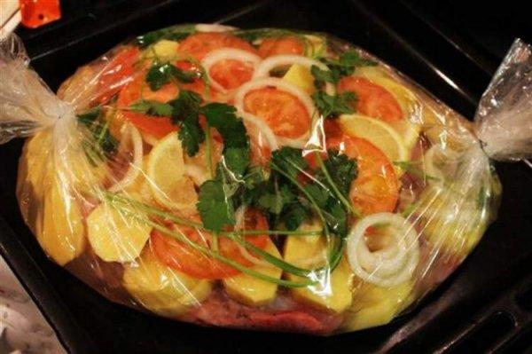3 лучших рецепта без лишних усилий: Запекаем полезные блюда в рукаве