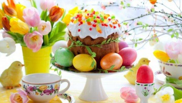 В гости — нельзя, устроить праздник — можно. 8 рецептов натурального окрашивания яиц на Пасху