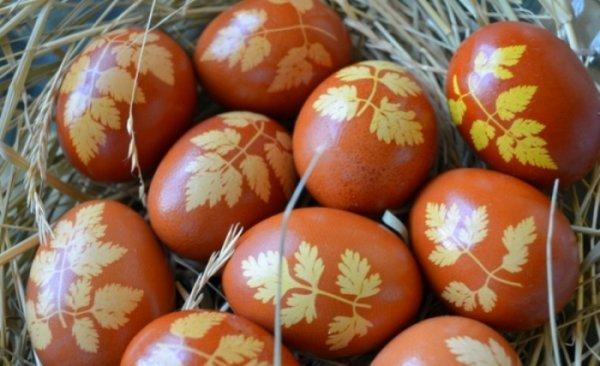 9 оригинальных вариантов окрашивания яиц на Пасху, которые легко сделать с детьми