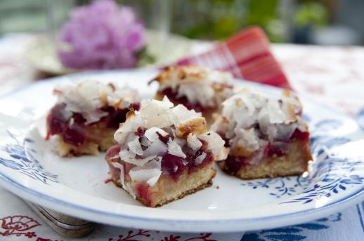 Сезон рабарбара в разгаре! 5 вкуснейших десертов из ревеня
