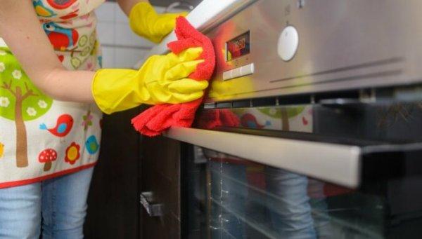 Как почистить духовку с помощью таблетки для посудомоечной машины