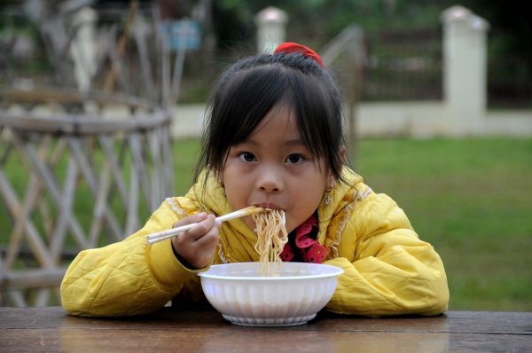 Почему на востоке едят палочками вместо нормальных вилок и ложек