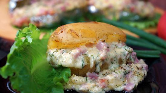 Запечённый картофель с сырно-ветчинной начинкой. (Фоторецепт)