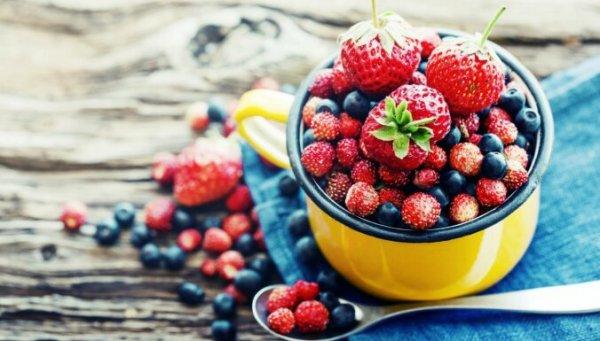 От черники до арбуза: разбираемся в полезных веществах летних ягод