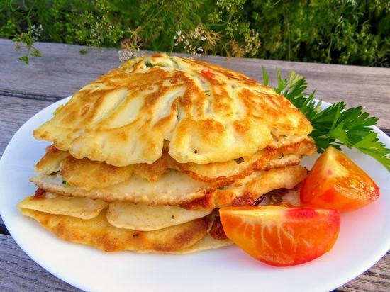 Польский завтрак: блины с овощами и сыром