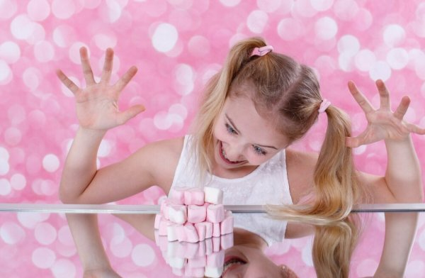 Переборчивость в еде: как не допустить, чтобы дети ели одно сладкое?