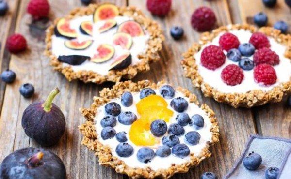 5 десертов из сезонных ягод и фруктов, которые можно приготовить на скорую руку