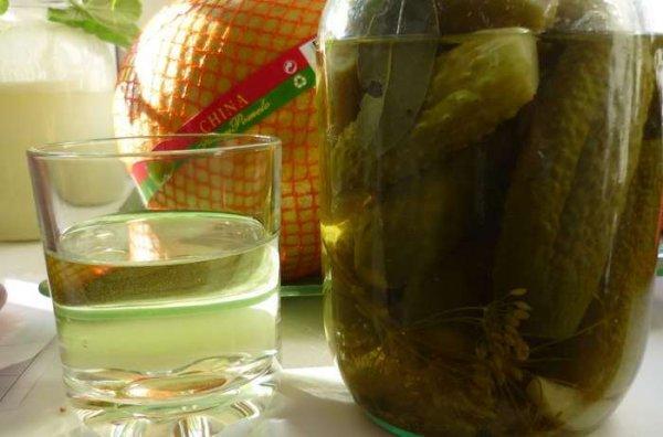 7 значимых причин не выливать рассол от огурцов в раковину, а применить его с пользой