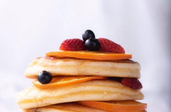 Проснулись? Скорее бегите готовить эти апельсиновые панкейки!