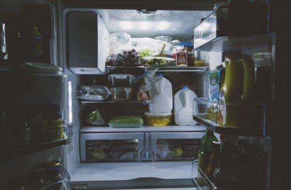 Почему нельзя ставить горячую еду в холодильник