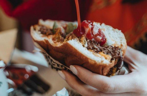 Почему так трудно отказаться от вредной еды?