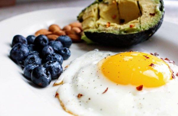 Идеальный завтрак: что есть, чтобы чувствовать себя бодро и не набирать вес? Разбираемся с экспертом по питанию