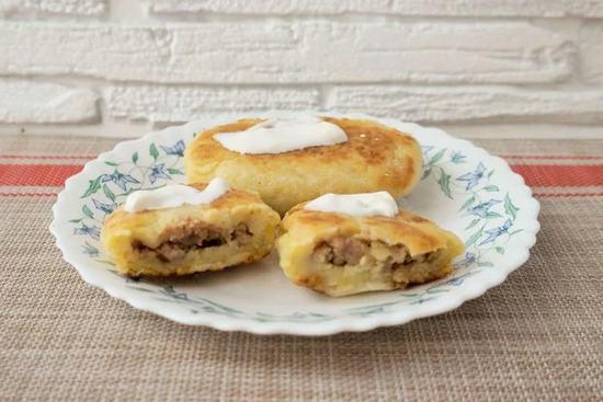 Картофельные пирожки с фаршем из индейки