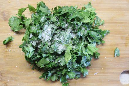 Сало соленое с зеленью, чесноком и аджикой