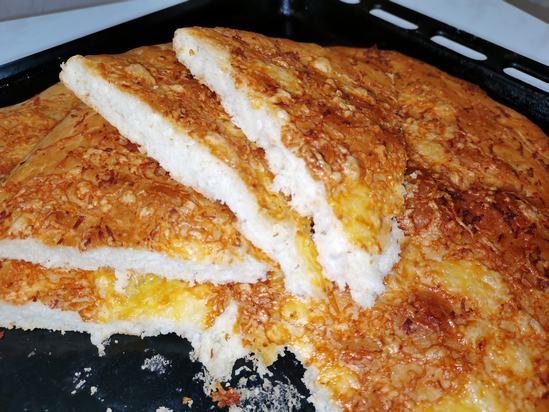 Хлеб с сыром и чесноком