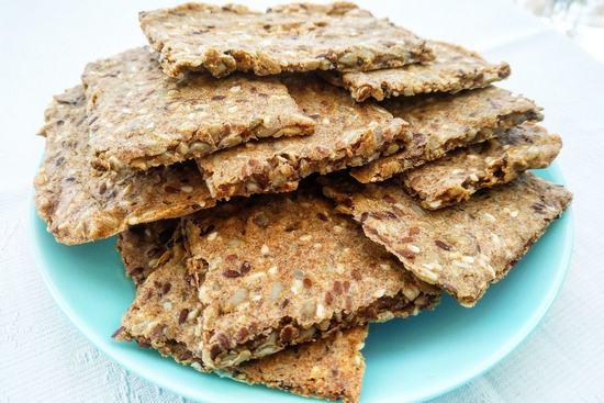 Вкусные и полезные ржаные хлебцы с семечками подсолнечника, льна и кунжутом